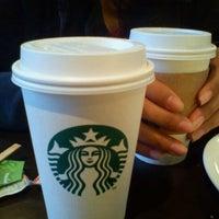 Снимок сделан в Starbucks пользователем Israel P. 4/29/2012