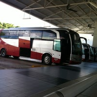 Photo taken at Terminal de Autobuses ADO by Mac on 8/5/2011