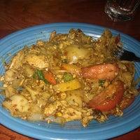 รูปภาพถ่ายที่ Noppakao Thai Restaurant โดย Daniel W. เมื่อ 12/8/2011