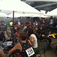 Foto tomada en Lodo's Bar And Grill por Casandra el 6/30/2012