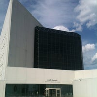 รูปภาพถ่ายที่ John F. Kennedy Presidential Library & Museum โดย Art R. เมื่อ 8/21/2012