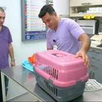 Photo taken at Atakoy veteriner poliklinigi by Ozlem K. on 9/6/2012