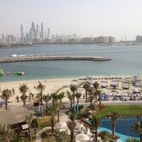 6/16/2012 tarihinde Shuaa A.ziyaretçi tarafından Pool Bar'de çekilen fotoğraf