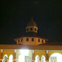 Photo taken at Masjid Jamek Haji Mat Saman by Que I. on 7/20/2012