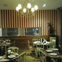 Foto diambil di Famosa Pizza oleh Álvaro M. pada 7/19/2012