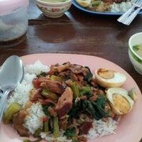 Photo taken at ร้านแก้วตา สาขาหน้าโรงเรียนอนุบาลกาญจนบุรี by Num s. on 6/4/2012