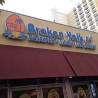 รูปภาพถ่ายที่ Broken Yolk Cafe โดย Rick H. เมื่อ 7/10/2012