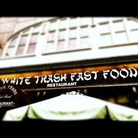 Das Foto wurde bei White Trash Fast Food von Angel K. am 9/2/2012 aufgenommen