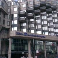 Photo taken at Hilton London Metropole by Marcelo A. on 8/2/2012