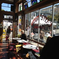 Das Foto wurde bei Caffe Trieste von Au am 6/16/2012 aufgenommen