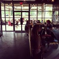 Foto tomada en Dancing Goats Coffee Bar por Jason D. el 8/24/2012