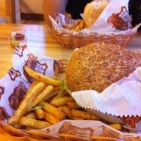 8/16/2011 tarihinde Cem K.ziyaretçi tarafından Route Burger House'de çekilen fotoğraf