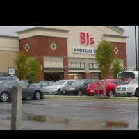 Photo taken at BJ's Wholesale Club by Nicole So Bless B. on 3/9/2012