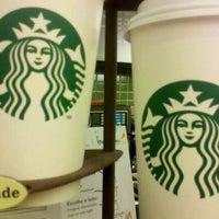 Foto tirada no(a) Starbucks por Allam U. em 1/22/2012