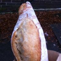 Foto tirada no(a) Tall Grass Bakery por Kadence E. em 2/20/2012