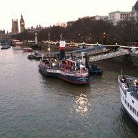 รูปภาพถ่ายที่ The Tattershall Castle โดย Gary W. เมื่อ 5/1/2011