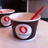 Photo taken at Red Mango by 🍰 Chelecakes on 5/31/2011