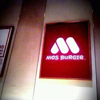 Photo taken at MOS Burger by Mahdesi I. on 9/22/2011