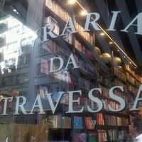 Foto tirada no(a) Livraria da Travessa por Claudia L. em 2/23/2012