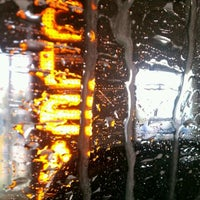 Photo taken at Mister Car Wash by Dïck 🇺🇸 M. on 10/15/2011