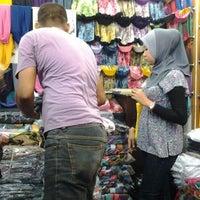 Photo taken at Pasar Malam Jalan Tuanku Abdul Rahman by Mohd saffarin i. on 5/20/2012