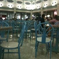 Foto tirada no(a) Praça de Alimentação por Waldo J. em 9/4/2012
