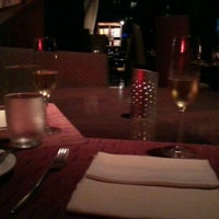 Photo taken at Canvas Bar & Restaurant by Alan L. on 4/14/2012
