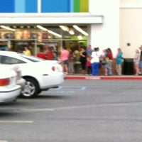 Photo taken at Old Navy by Lessa W. on 6/30/2012