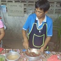 Photo taken at บุญธรรม ลาบ หลู้ สันกลางใต้ by Chayaphat P. on 8/7/2012