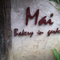 Photo taken at Mai Bakery In The Garden (ไหม เบเกอรี่) by Bee on 3/11/2011