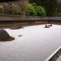 Photo prise au Ryoan-ji Temple par 芝鯖どくた le5/3/2011