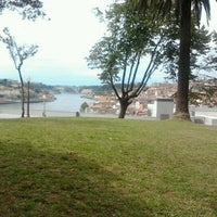 Photo taken at Jardim do Morro by Dizparada on 8/31/2011
