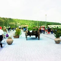Photo taken at Parque Bicentenario Querétaro by Fernando I. on 8/4/2012