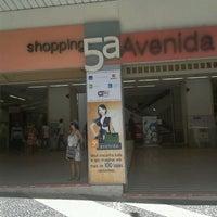 Foto tirada no(a) Shopping 5ª Avenida por Davi F. em 1/18/2012
