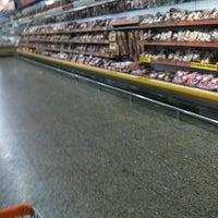 Foto tirada no(a) Giassi Supermercados por Rodolfo L. em 3/12/2012