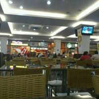 Photo taken at Cataratas JL Shopping by Fernando J. on 9/11/2011