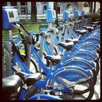 Photo taken at Vélo Bleu (Station No. 18) by Iarla B. on 5/7/2012