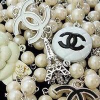 Das Foto wurde bei CHANEL Boutique von Ultimate Paris am 10/14/2011 aufgenommen