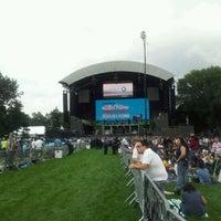 Снимок сделан в Robin Hood #Concert4NYC пользователем Johnny W. 9/30/2011