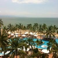 Foto tomada en Sheraton Buganvilias Resort & Convention Center por Ricardo C. el 7/4/2012