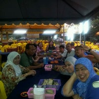 Photo taken at Haji Musa Medan Ikan Bakar by Ami L. on 10/15/2011
