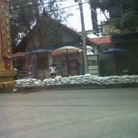 Photo taken at ตลาดสดพระประแดง by Rungnapa E. on 10/6/2011
