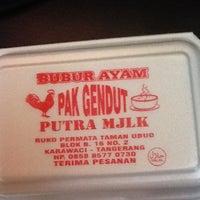 Photo taken at Bubur Ayam Pak Gendut by yechin h. on 5/26/2012
