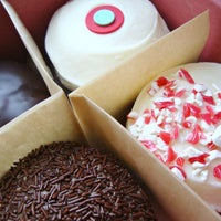 Photo taken at Sprinkles Cupcakes by Beverly Hills on 8/31/2011