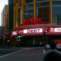 รูปภาพถ่ายที่ Regal Cinemas LA LIVE Stadium 14 โดย Thomas B. เมื่อ 9/12/2011