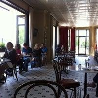 4/29/2011 tarihinde David W.ziyaretçi tarafından Coquette Brasserie'de çekilen fotoğraf