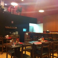 Photo taken at Super Pizza Pan by Andre S. on 9/9/2011