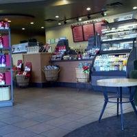 Foto tirada no(a) Starbucks por Erick R. em 11/28/2011
