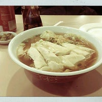 Photo taken at 102 Noodles Town 永旺飯店 by Rome on 1/24/2012