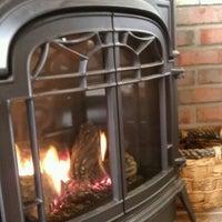 Das Foto wurde bei Burgie's Coffee & Tea Company von Andy J. am 1/21/2012 aufgenommen